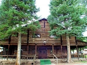 Pahaska TePee, was buffalo Bill Cody's hunting lodge
