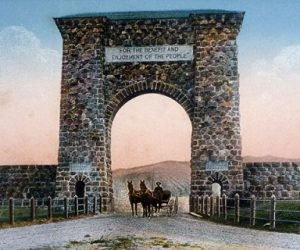The north entrance to Yellowstone National Park