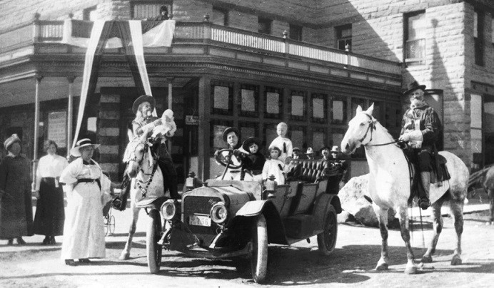 A black and white photo of Buffalo Bill outside the Irma hotel