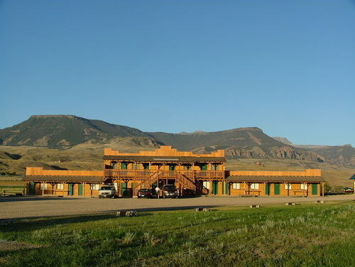 YELLOWSTONE VALLEY INN